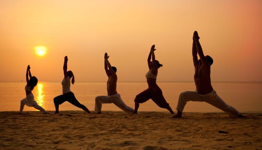Yoga-Class-Beach-900